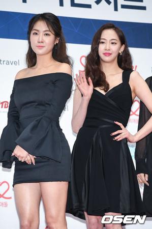 韓国ガールズグループ「SISTAR」出身のソユ(25)とダソム(24)がSTARSHIPエンターテインメントと再契約を締結した。