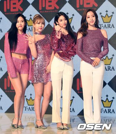 韓国ガールズグループ「T-ARA」が、13thミニアルバム「What's My Name」のショーケースを開催した。(提供:OSEN)