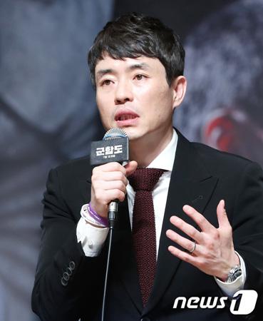 韓国のリュ・スンワン監督が「日韓関係」に対して懸念する日本記者の質問に所信を述べた。(提供:news1)