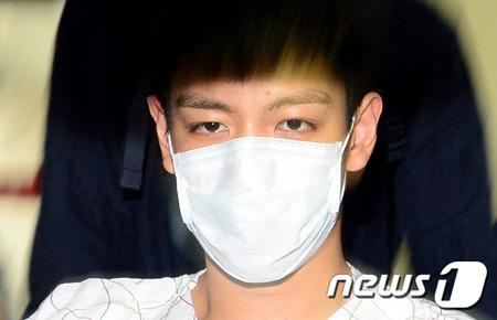 韓国人気男性グループ「BIGBANG」T.O.P(本名:チェ・スンヒョン)と一緒に大麻を吸煙した容疑で裁判に移された女性歌手練習生が一審で執行猶予を宣告され釈放された。(提供:news1)