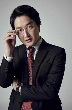 韓国俳優チェ・ビョンモ(45)がポッペラ歌手イ・ギュイン(43)と結婚する。(提供:news1)