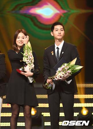 韓国俳優ソン・ジュンギ(31)と女優ソン・ヘギョ(35)双方が熱愛説を否定した。2人はバリへ行ったことは認めたが、各自の旅行だったと説明した。