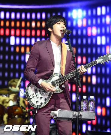 韓国の人気バンド「CNBLUE」のジョン・ヨンファ(27)がソロアルバムを発表する。