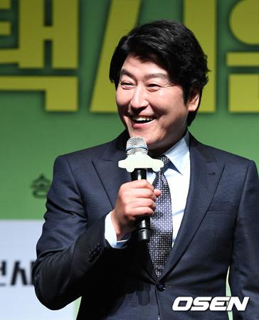 韓国俳優ソン・ガンホ(50)が映画「タクシー運転手」のキャスティング当時、出演を固辞したことを告白した。