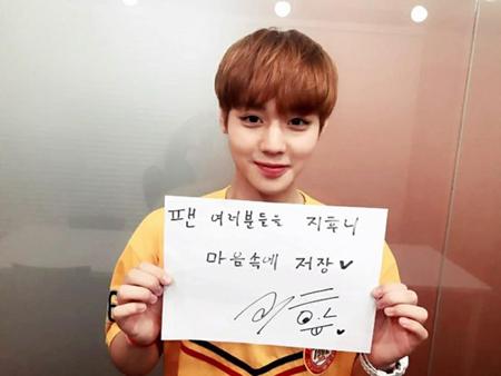 韓国Mnetの国民的ボーイズグループ育成番組「プロデュース101 シーズン2」から誕生した「Wanna One」のパク・ジフンが、支持してくれた国民プロデューサーに感謝の気持ちを伝えた。(提供:OSEN)