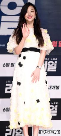 韓国女優ソルリが、SNSに掲載したうなぎの映像が騒動となり、現在は削除している。