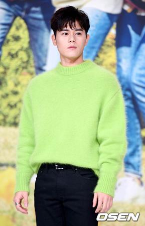 韓国ボーイズグループ「ZE:A」メンバーとして活躍したキム・ドンジュンが、新しい所属事務所で活動を始める心境を語った。