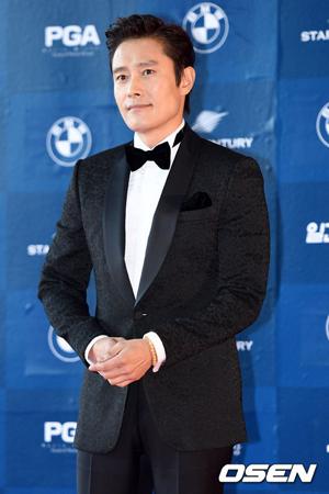 韓国で数々の人気ドラマを生み出した脚本家キム・ウンスクの次回作となるドラマ「ミスターサンシャイン」の男性主人公に俳優イ・ビョンホンがキャスティングされた。(提供:OSEN)