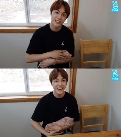 韓国Mnetの国民的ボーイズグループ育成番組「プロデュース101 シーズン2」に出演していたチュ・ハクニョンが、放送終了後の近況を語った。(提供:OSEN)
