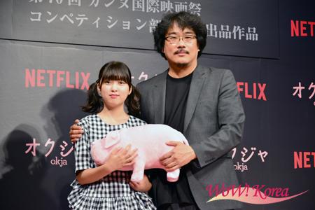 左から女優アン・ソヒョン、ポン・ジュノ監督
