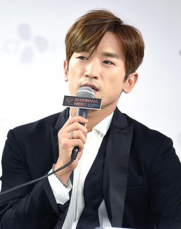 韓国の男性グループ「SHINHWA」イ・ミヌ(36)が交通事故に遭い、精密検査を受けて入院中だ。