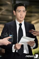 韓国の人気グループ「BIGBANG」T.O.P(29、本名:チェ・スンヒョン)が初公判に出廷し、大麻吸煙容疑について文章に綴り謝罪した。(提供:news1)