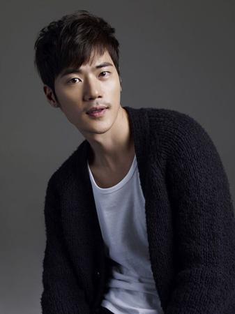 韓国俳優キム・ガンウ(38)がKINGエンターテインメントと専属契約を締結した。(提供:OSEN)