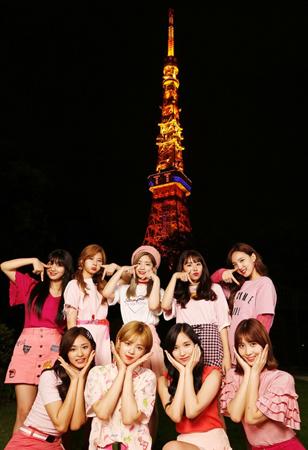 アジアを代表する9人組ガールズグル―プ「TWICE」が、6月28日(水)に、いきなりベストアルバム「#TWICE」で、待望の日本デビューを飾った。(オフィシャル)