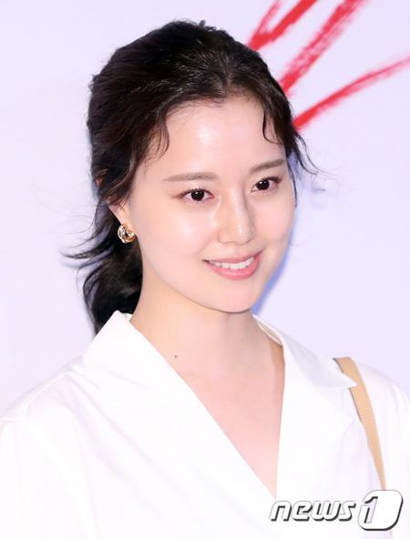 """【公式】女優ムン・チェウォン側、""""恋人主張""""の男を拘束起訴"""