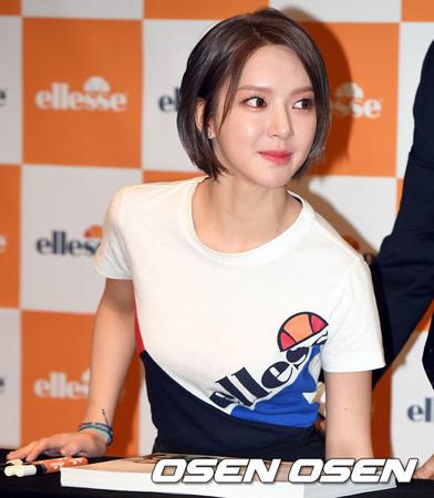 韓国ガールズグループ「AOA」チョアが脱退宣言してから初めての公の場に現れ、涙を見せた。(提供:OSEN)