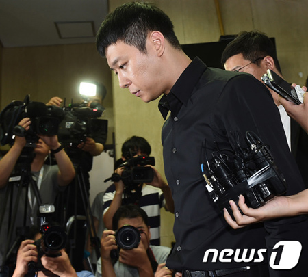 韓国歌手兼俳優パク・ユチョン(31、JYJ)から性的暴行を受けたとうその告訴をした容疑で裁判に移された20代の女が、国民参加裁判で無罪を宣告された。