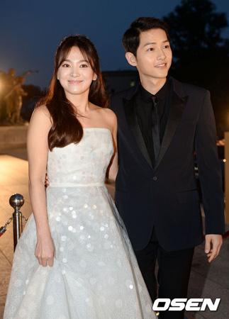 韓国俳優ソン・ジュンギ(31)が自身のファンカフェ(公式ファンサイト)で、女優ソン・ヘギョ(35)と結婚する心境を伝えた。
