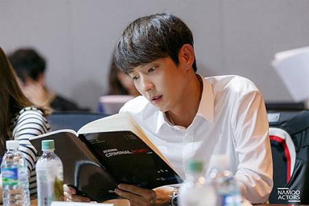tvNドラマ「クリミナルマインド」の主役イ・ジュンギとムン・チェウォンのシナリオリーディングの写真が公開された。(提供:OSEN)