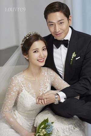 韓国俳優兼歌手エリック(38、SHINHWA)-女優ナ・ヘミ(26)夫妻が隠れて入国し問題となっていることに対し、「取材陣を避ける意図はなかった」と釈明した。