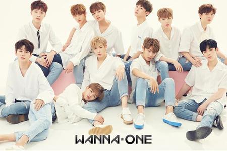 韓国Mnetのオーディション番組「プロデュース101シーズン2」で勝ち抜いた正式デビューメンバーなるボーイズグループ「Wanna One」が、ファンの名称を公開した。(提供:OSEN)