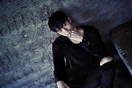 韓国ボーイズグループ「MONSTA X」メンバーのヒョンウォンが、蜂窩織炎(ひょうかしきえん)によって活動を一時休止するという。(提供:OSEN)