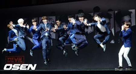 韓国ボーイズグループ「SUPER JUNIOR」が、ソンミンとカンインを除くメンバーで「SMTOWN」コンサートに出演する。(提供:OSEN)
