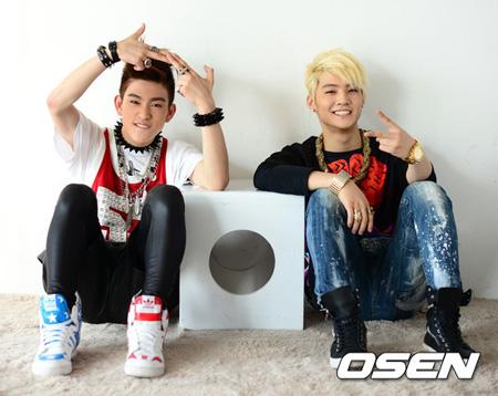 韓国デュオ「JJ Project」の8月カムバックと関連し、JYP側が「時期を調整中」という立場を出した。(提供:OSEN)