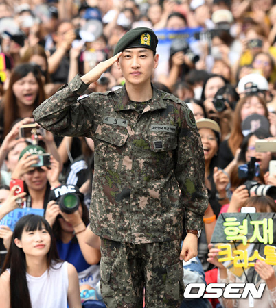 韓国アイドルグループ「SUPER JUNIOR」ウニョク(31)がファンの愛とガールズグループの存在が軍生活の励みになったと語った。
