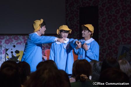 舞台「いつだって最高の友達」の一場面。左からホ・チャンウ、カラム(大国男児)、セヨン(MYNAME)