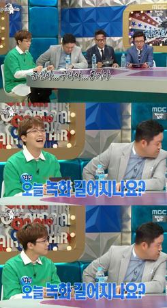 韓国バンド「FTISLAND」メンバーのイ・ホンギが、人気バラエティー番組「ラジオスター」にスペシャル」MCとして登場した。(提供:OSEN)