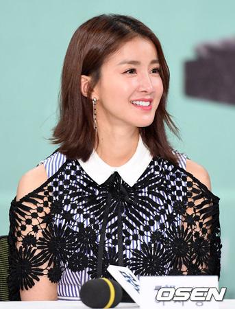 韓国女優イ・シヨン(35)が結婚と妊娠を同時に発表した。