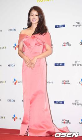 韓国女優イ・シヨン(35)の所属事務所が結婚相手の男性が飲食業に従事するチョ・スンヒョン代表(44)だと明らかにした。