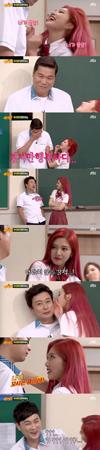 """韓国ガールズグループ「Red Velvet」メンバーのジョイが、番組MCの""""お兄さんたち""""をノックアウトした。(提供:news1)"""