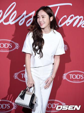韓国ガールズグループ「少女時代」の元メンバーで歌手のジェシカが、8月初めにデビュー10周年を記念するアルバムを発表する。(提供:OSEN)