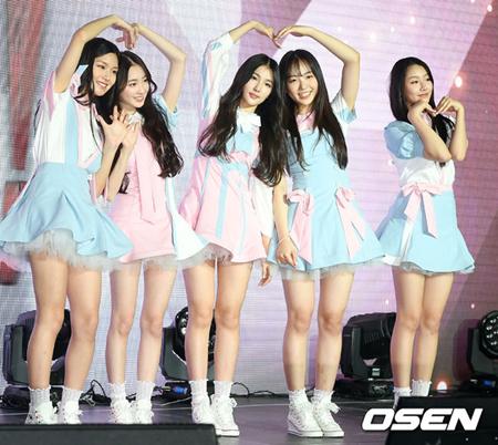 韓国ガールズグループ「ELRIS」側が、ラジオ番組で騒動となった件について謝罪をした。(提供:OSEN)