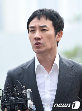 韓国俳優オム・テウン(43)が映画「ショベルカー」(イ・ジュヒョン監督)のメディア配給試写会後に開かれる記者懇談会に参加しないことがわかった。(提供:news1)