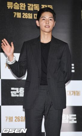 """韓国俳優ソン・ジュンギ(31)が""""予備新婦""""ソン・ヘギョ(35)について言及した。"""