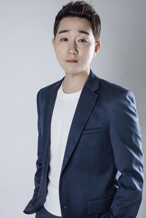 """「応答せよ1988」で""""国民の弟""""として演技力はもちろん、歌の実力まで発揮し印象的な活躍を見せた俳優チェ・ソンウォン(32)がZEN STARSと専属契約を結んだ。(提供:OSEN)"""