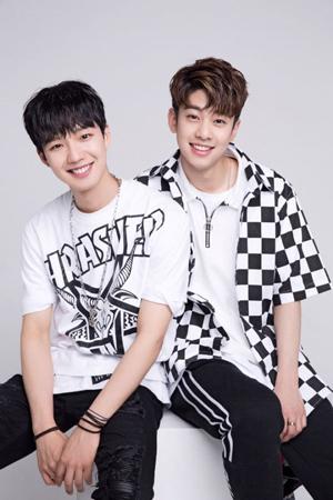 """Mnet「プロデュース101 シーズン2」で惜しくも脱落した""""BRANDNEW BOYS""""イム・ヨンミンとキム・ドンヒョンが来る27日、ユニット「MXM」として待望のデビューシングルを電撃公開する。(提供:OSEN)"""