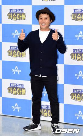 韓国の男性タレント、キム・ビョンマン(41)がスカイダイビングの訓練中に負傷した。
