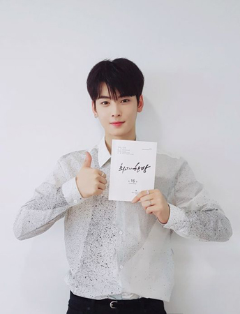 韓国ボーイズグループ「ASTRO」メンバーのウヌが、KBSドラマ「最高の一発」放送終了の感想を明かした。(提供:OSEN)