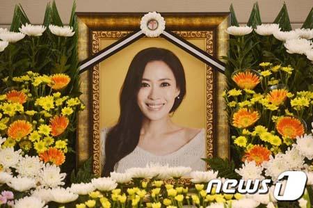 """""""恋しい笑顔""""… 胃がん闘病の末に死去した女優ユ・チェヨン、3回忌迎える"""
