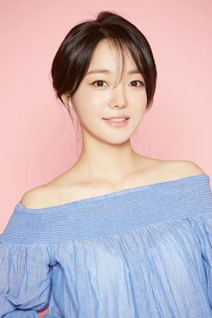 韓国女優ムン・ジイン(31)が映画「Hakuna matata pole pole」のヒロインにキャスティングされた。(提供:OSEN)