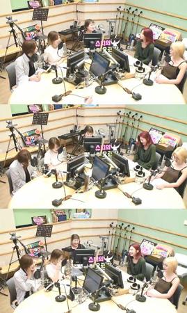 韓国ガールズグループ「Red Velvet」メンバーのジョイが、「BLACK PINK」ROSE(ロゼ)の話を聞いて涙を流したことを明らかにした。(提供:OSEN)