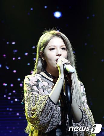 韓国歌手シャノン(19)が3年ぶりにミニアルバムを引っさげカムバックし、「f(x)」エンバ(24)のフィーチャリングに感謝の意を表した。