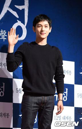 韓国アイドルグループ「ZE:A」のメンバーで俳優のイム・シワン(28)が「Urban Zakapa」チョ・ヒョナ(27)と手を結び、下半期にデュエット曲を発表する。
