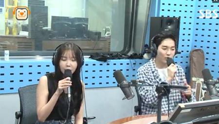 韓国ボーイズグループ「NU'EST」メンバーのアロンが、Mnetのサバイバルオーディション番組「プロデュース101」シーズン2からの人気ぶりについて実感していることを明らかにした。(提供:OSEN)