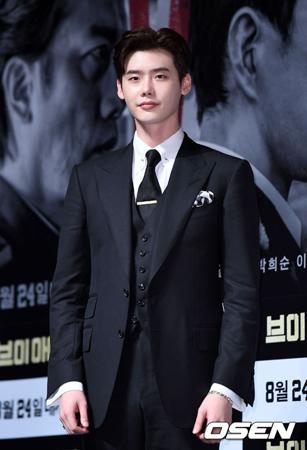 韓国俳優イ・ジョンソク(27)が入隊時期を遅らせることを決定した。YGエンターテインメントが4日、公式報道資料を通して明らかにした。