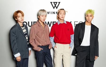 韓国ボーイズグループ「WINNER」が4枚目のアルバムを発表し、国内外の主な音楽チャートでトップを独占している。(提供:OSEN)